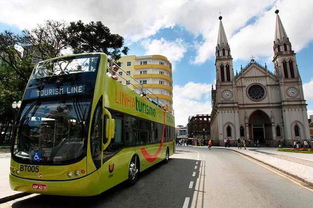 nibus da Linha Turismo - Dez locais para curtir Curitiba durante a 35ª Oficina de Música