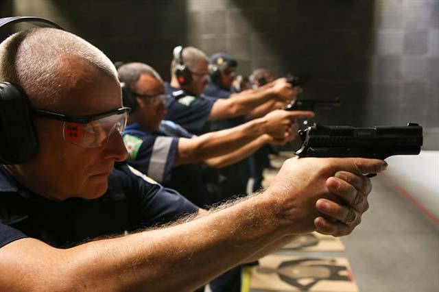 00218368 - Curitiba: Guardas municipais passam por curso de aperfeiçoamento