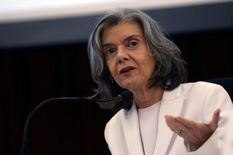 Cármen Lúcia 1 - Cármen Lúcia suspende posse de Cristiane Brasil