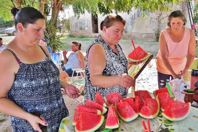 Com um público de 35 pessoas a reunião apresentou o manejo da cultura de melancia e os bons resultados da propriedade visitada procurando incentivar o plantio - Melancia como fonte de renda em Santa Maria