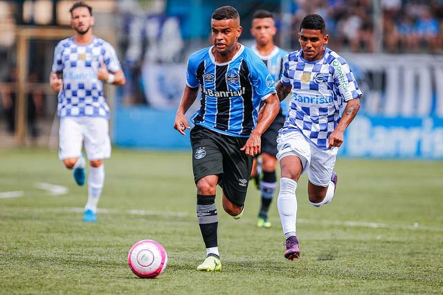 Grêmio e São José 2 - GRÊMIO É DERROTADO PELO SÃO JOSÉ NO CAMPEONATO GAÚCHO
