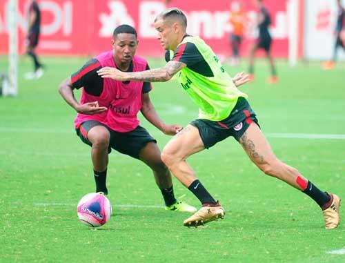 Inter faz treinos com forte movimentação 1 - Inter treina com intensa movimentação e troca de passes