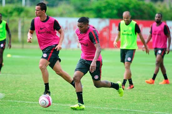 Inter faz treinos com forte movimentação 2 - Inter treina com intensa movimentação e troca de passes