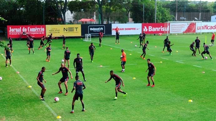 Inter faz treinos com forte movimentação - Inter treina com intensa movimentação e troca de passes