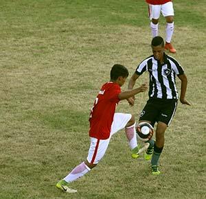 Inter venceu o Botafogo por 2 a 0 e chegou as quartas de final da Copa Votorantim - Inter Sub-14 vence Botafogo e avança na Copa Votorantim