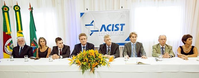 Posse Diretoria ACUST SL Mesa Oficial - Oldemar Plantikow Brahm é empossado presidente da ACIST-SL