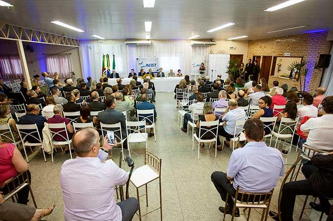 Posse Diretoria ACUST SL - Oldemar Plantikow Brahm é empossado presidente da ACIST-SL