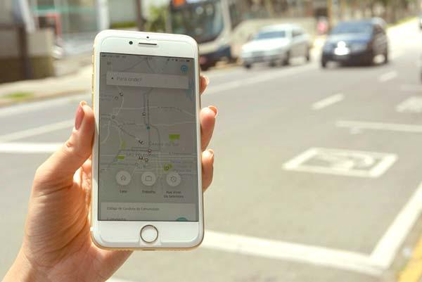 Prefeito Daniel Guerra sanciona lei que regulamenta serviço de transporte por aplicativos em Caxias do Sul - Prefeito de Caxias do Sul sanciona lei do serviço de transporte por aplicativos