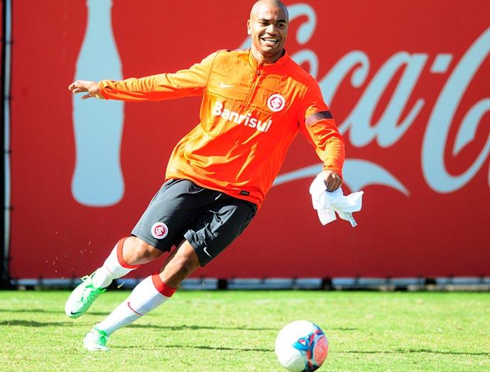 Internacional confirma pré-contrato com zagueiro Rodrigo Moledo