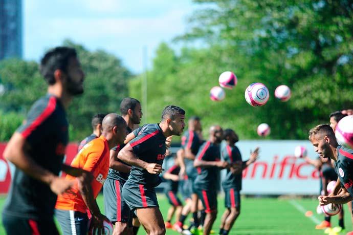Semana começa com treino tático e de bola parada 2 - Odair Hellmann comanda treino tático e de bola parada