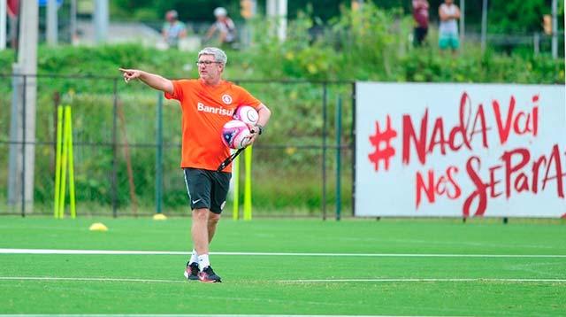 Treino do Inter comandado pelo técnico Odair Hellmann - Odair Hellmann comanda treino de ataque contra defesa