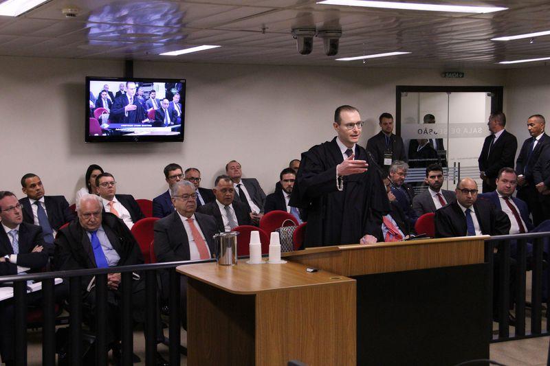 defesa lula - Defesa de Lula pode recorrer de decisão do TRF4