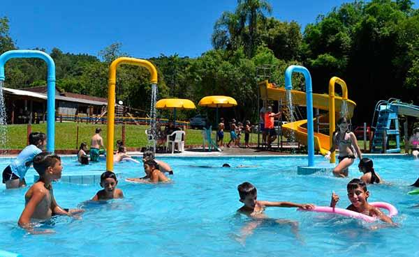 piscinas - Atividades educativas e recreativas vão agitar estudantes em Sapiranga