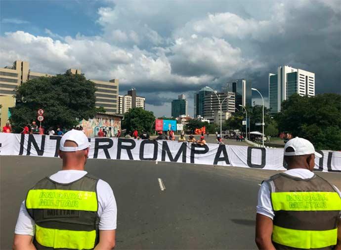 porto alegre julgamento - Manifestações pelo Brasil durante o julgamento do recurso de Lula