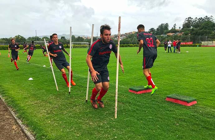 Jogadores fizeram um trabalho físico e um treino tático nesta terça-feira