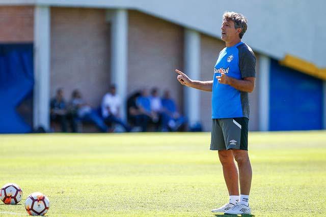 25381554167 4b628bcc28 z - Grêmio treina noComplexo Pedro Pompilio, em La Boca