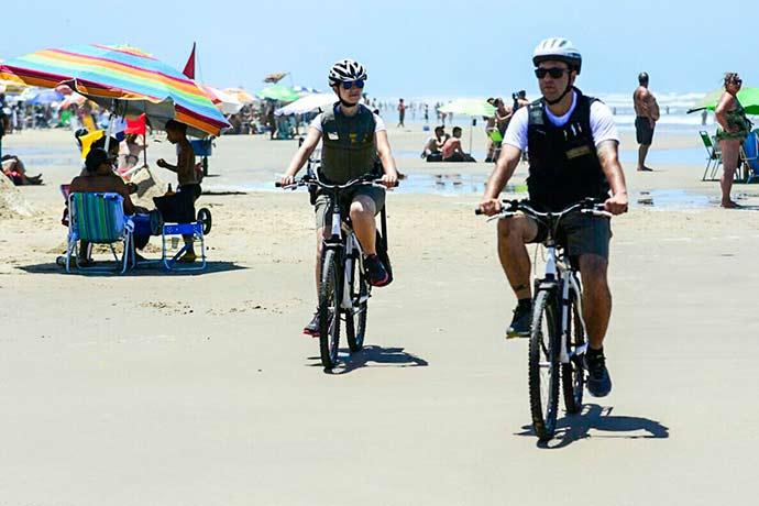 BM praia1 - Bicicletas reforçam policiamento ostensivo e aproximam comunidade