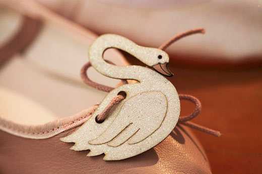 Balerita - Marca de sapatilhas infantis cria pins inspirados em clássicos do ballet