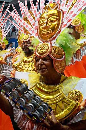 Carnaval 2018 Curitiba 10 - Escolas de samba em Curitiba levam 30 mil foliões para a rua