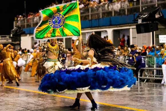 Escola de Samba Unidos do Peruche - Sete escolas de samba abrem desfile hoje em São Paulo