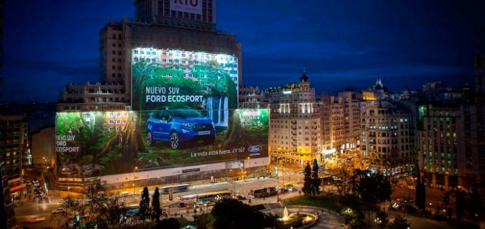 Ford EcoSport Guiness World Record largest billboard 2 700x331 - Ford Ecosport ganha o maior outdoor do mundo em Madri, na Espanha