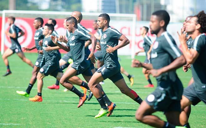 Jogadores do Inter se reapreesentaram 22 - Candidatas a Musa Colorada desfilam no Beira-Rio