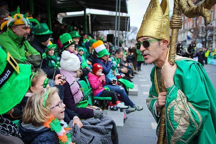St Patricks Festival Parade 1 Credito Tourism Ireland   Failte Ireland - Conheça o Saint Patrick's Day, a maior festa da Irlanda