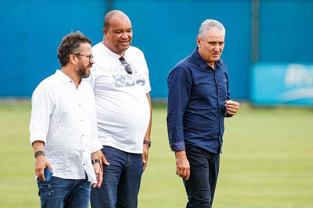Técnico Tite da Seleção Brasileira visitou o CT do Grêmio - GRÊMIO ENCAMINHA EQUIPE PARA A DECISÃO DA RECOPA SULAMERICANA