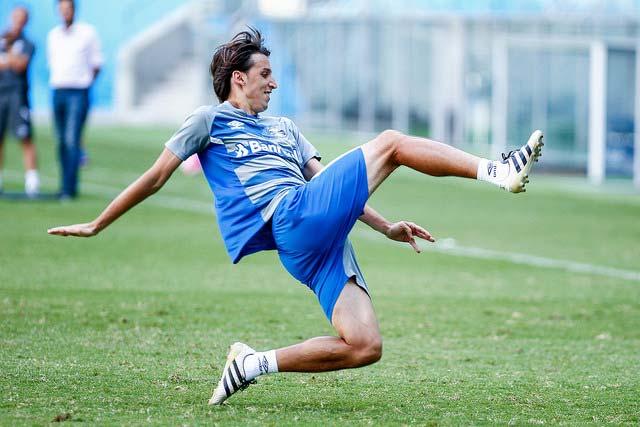Treino do Grêmio em Porto Alegre zagueiro Geromel - Grêmio busca primeira vitória no Campeonato Estadual