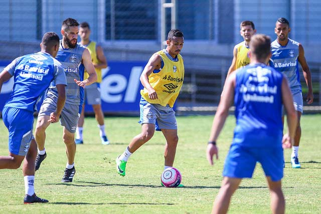 Revista News Treino-do-Grêmio-para-enfrentar-o-Veranópolis-2 RENATO ENCAMINHA EQUIPE COM RESERVAS CONTRA O VERANÓPOLIS