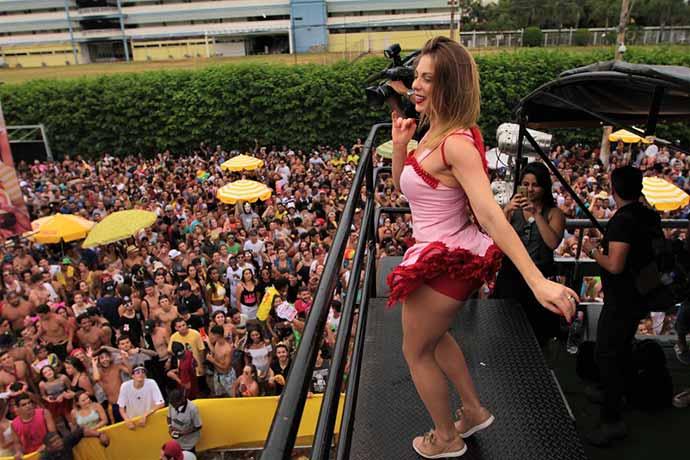bloco california - Bloco Califórnia leva 25 mil pessoas às ruas de Ribeirão Preto