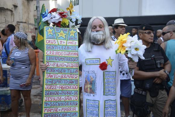 bola preta - Centenário do Cordão da Bola Preta emociona multidão no Rio