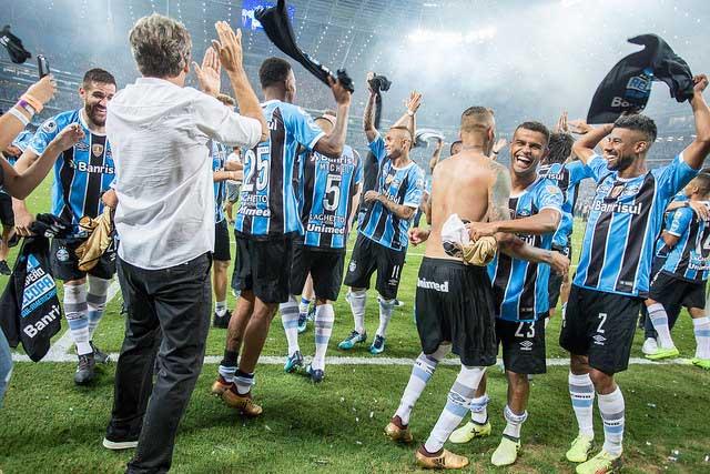 Revista News gremio5 Grêmio bate Independiente nos pênaltis e é bicampeão da Recopa Sul-Americana