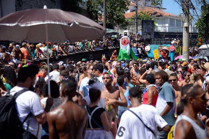 rio - 80 blocos animam foliões no último dia de Carnaval no Rio
