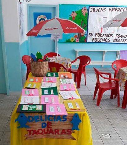 Aprender a criar um cardápio e preparar as receitas foi o tema do curso ministrado para a turma do 5º ano do CEM Taquaras 410x468 - Curso de educação empreendedora em Balneário Camboriú