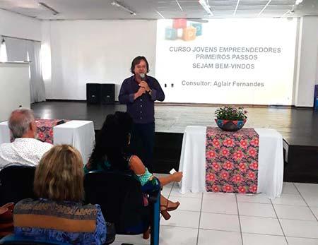 O gestor de projetos do Sebrae Celso Orlando Pirmann ressalta que o objetivo é incentivar as crianças ao autoconhecimento novas aprendizagens e espírito de coletividade - Curso de educação empreendedora em Balneário Camboriú