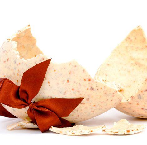 Ovo de Páscoa Branco com Praliné 472x468 - Receitas de Páscoa com os chocolates Genuine