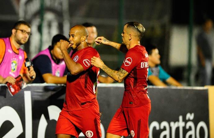 inter 4 - Inter vence Cianorte por 2 a 0 e confirma classificação