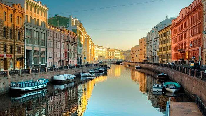 São Petersburgo 700x394 - SEMRUSH DÁ DICAS PARA QUEM VAI À RÚSSIA