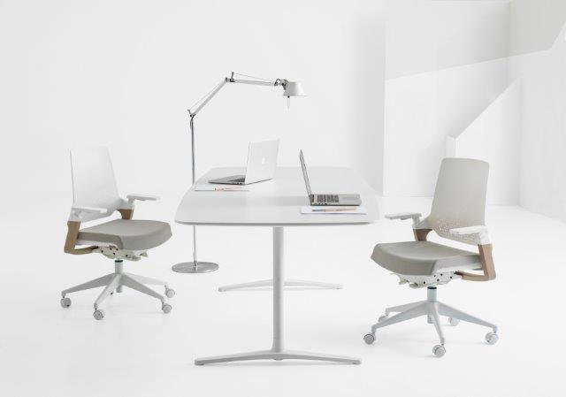 15 08 Frisokar 0290 baixa180510 180504 - Sugestões de cadeiras para quem trabalha em casa