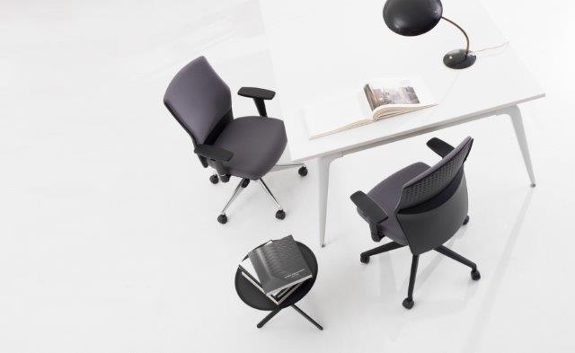 15 08 Frisokar 1354 Acto rev baixa180510 182206 - Sugestões de cadeiras para quem trabalha em casa