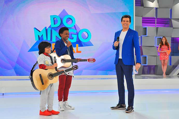 Cap 269Miguel e Zeca se apresentam no Domingo Legal Foto João Raposo 159 - Carinha de Anjo - Resumo dos Capítulos 376 a 380 (30.04 a 04.05)