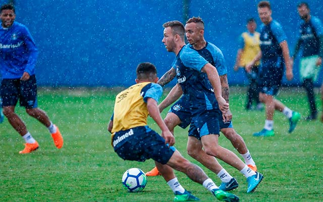 Grêmio fecha trabalhos para o clássico Gre Nal pelo Brasileirão - Renato relaciona jogadores para o Gre-Nal pelo Brasileirão
