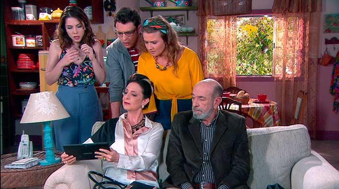 Haydee mostra o vídeo de Flávio para Cecília 01 - Carinha de Anjo - Resumo dos Capítulos 386 a 390 (14.05 a 18.05)