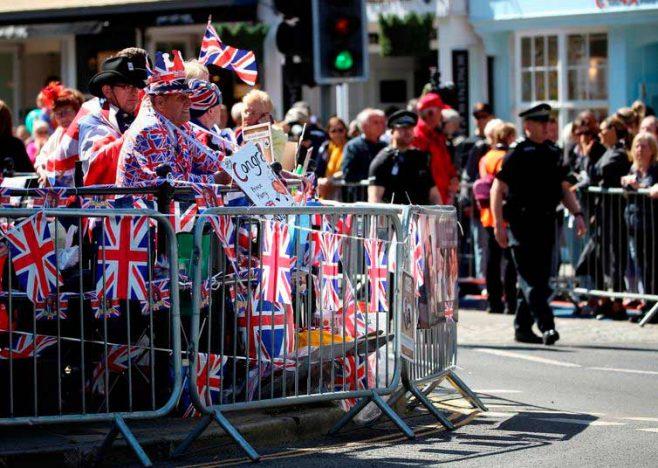 casamento de harry e meghan 658x468 - Casamento real atrai milhares de turistas e aquece economia britânica