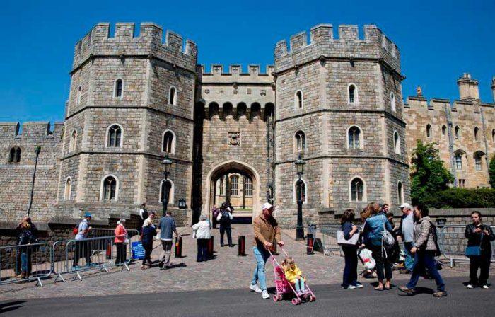 castelo de windsor 700x448 - Casamento real atrai milhares de turistas e aquece economia britânica