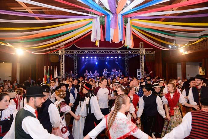 folclore alemão - Morgana Neumann é a Rainha do Folclore Alemão de Nova Petrópolis