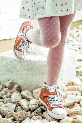 lilica ripilica ref. 80104176 312x468 - Lilica Ripilica apresenta tênis com lettering no cadarço