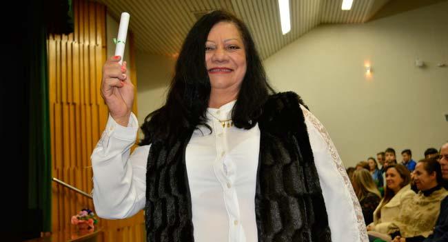 Aos 64 anos Madalena Barbosa concluiu o Ensino Fundamental - Jovens e adultos celebram conclusão do Ensino Fundamental com cerimônia de formatura
