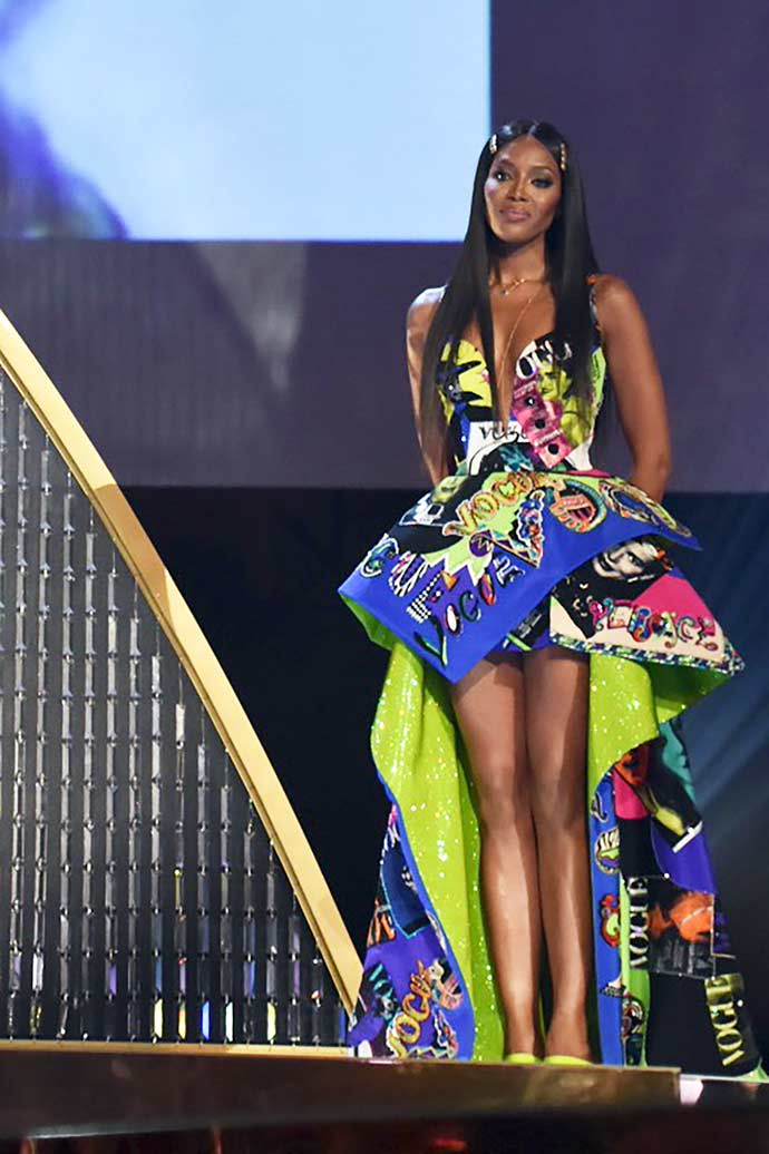 Naomi Campbell 2 - Donatella Versace recebe prêmio Fashion Icon Award